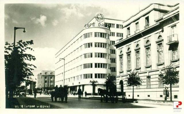 Lata-1936-1939-z-prawej-strony-budynek-Banku-Polskiego-Źródło-Fotopolska