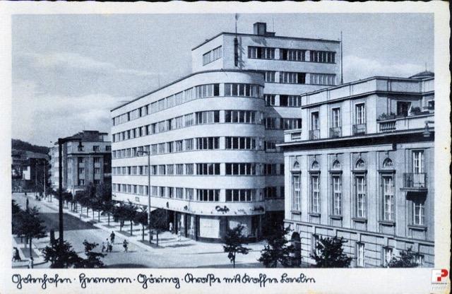 Lata-1940-1943-Gdynia-ul.-10-lutego.-Podpis-oryginalny-Gotenhafen-Hermann-Göring-Strasse-mit-Cafe-Berlin.-Źródło-Fotopolska