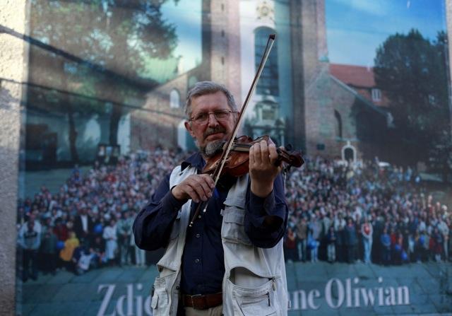 Józef Możdżer z Archikatedrą w tle