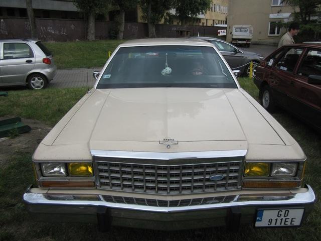 Jeden z modeli przentowanych na parkingu marka Rolls Royce