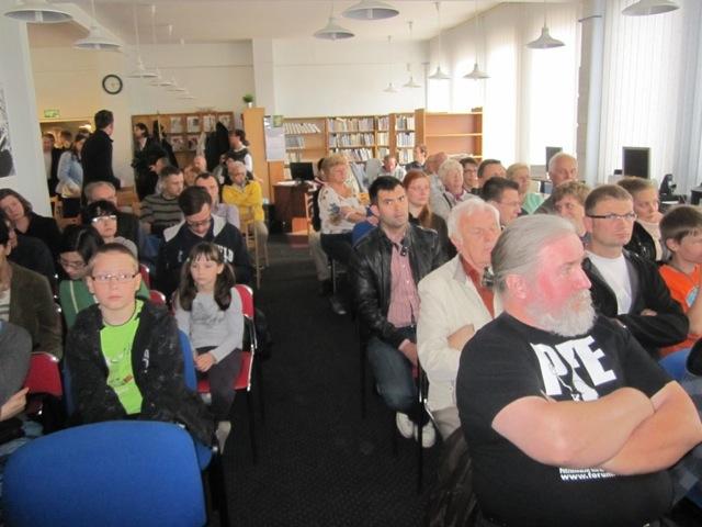 Publiczność słuchała z zainteresowaniem