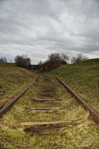 Droga torowa ku bramie kolejowej w kierunku ul. Mostowej