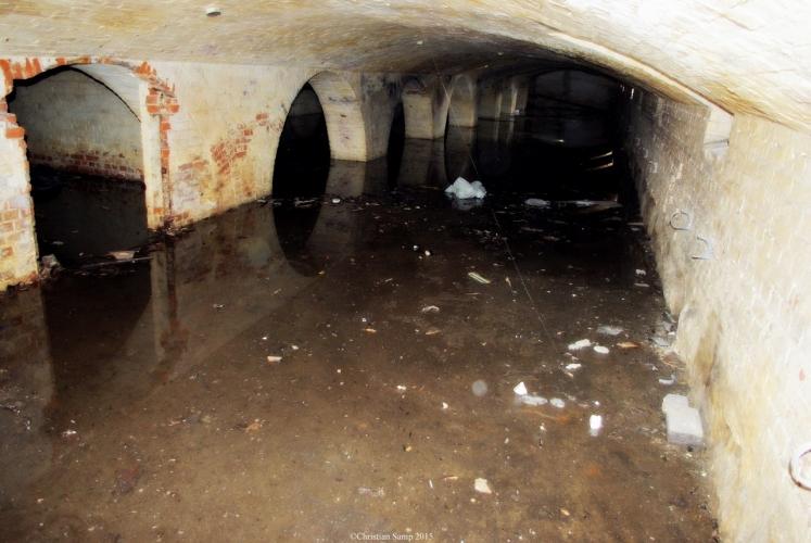 Zalana cześć podziemna pod terenem byłego dworca