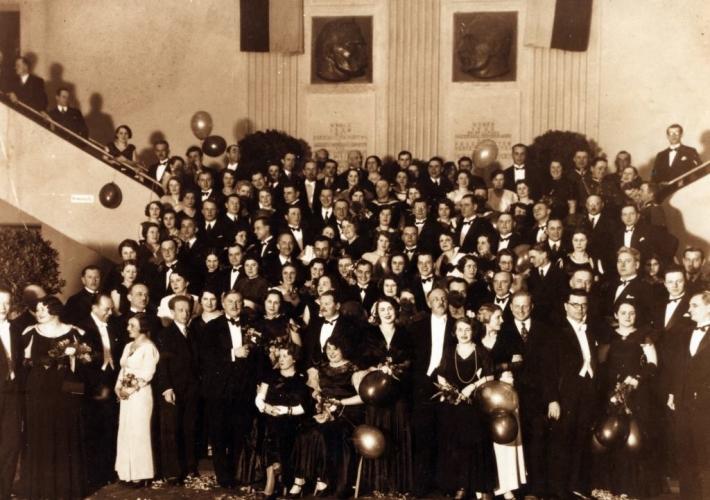 Bal w Dworcu Morskim w Gdyni, lata 30. Źródło Muzeum Miasta Gdyni
