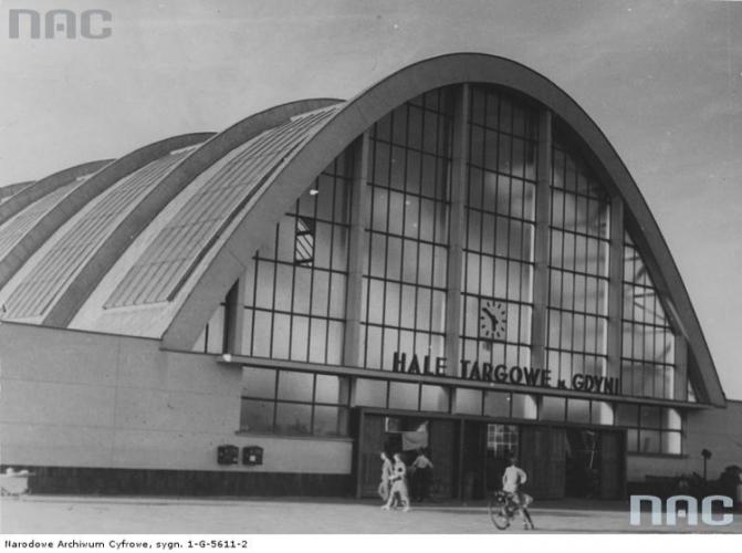 Wejście do Hali Targowej, 1938 r., Źródło Narodowe Archiwum Cyfrowe.jpg