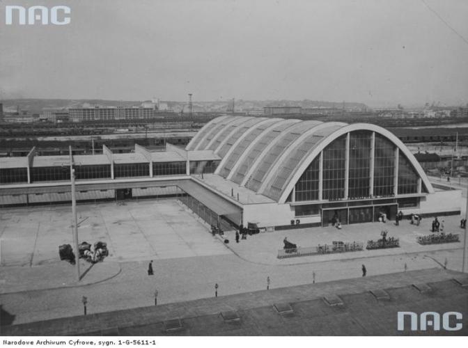 Widok z góry na Halę Targową, 1938 r., Źródło Narodowe Archiwum Cyfrowe.jpg