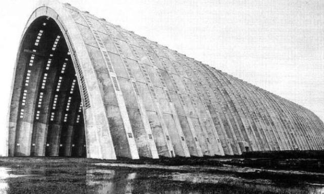 Hangar lotniska Orly Le Corbusiera, prawdopodobny wzór Hal Targowych.jpg