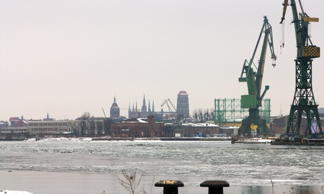 Spojrzenie na Gdańsk z nabrzeża stacji Gdańsk Kanał Kaszubski