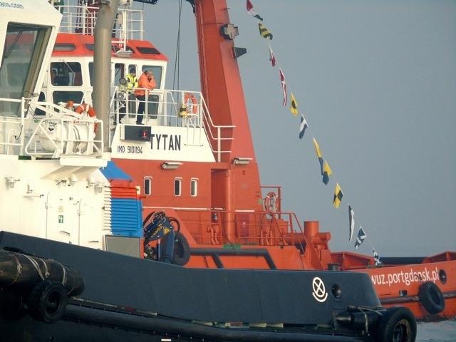 Holownik VEGA wpływa do Portu Gdańskiego