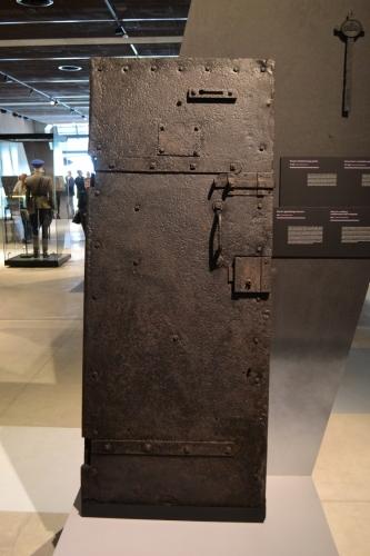 Drzwi z karceru przy Kurkowej