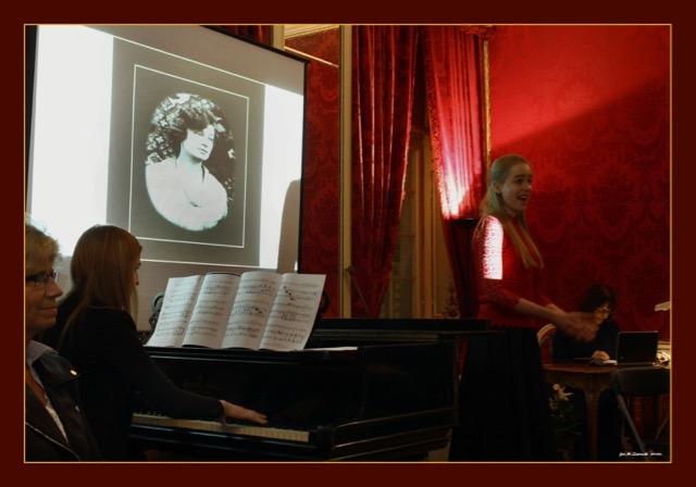 Śpiewa Angelika Kiełpińska