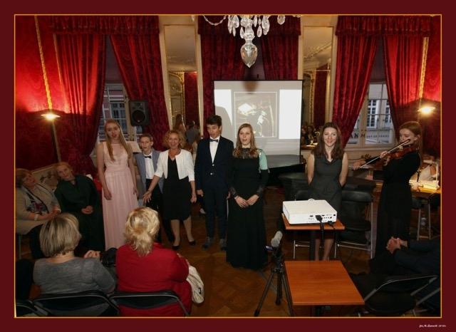 Na zakończenie wszyscy wykonawcy zaśpiewali Time to Say Goodby. Od lewej: Angelika Podwojska, Olivier Markowicz, prof. Liliana Górska, Krzysztof Chorzelski, Ewa Kiełpińska, Magdalena Budziszewska, Maria Pawelska