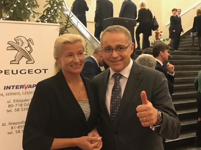 Ustępująca konsul Monika Tarnowska i Alain Mompert