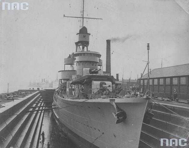Błyskawica w doku wykończeniowym w Southampton, 1937 r., Źródło Narodowe Archiwum Cyfrowe, Sygnatura 1-W-1997-1.