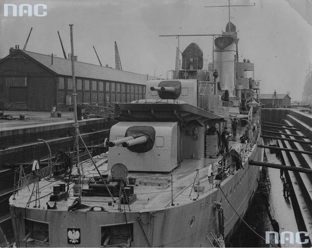 Błyskawica w doku wykończeniowym w Southampton, 1937 r., Źródło Narodowe Archiwum Cyfrowe, Sygnatura 1-W-1997-2.