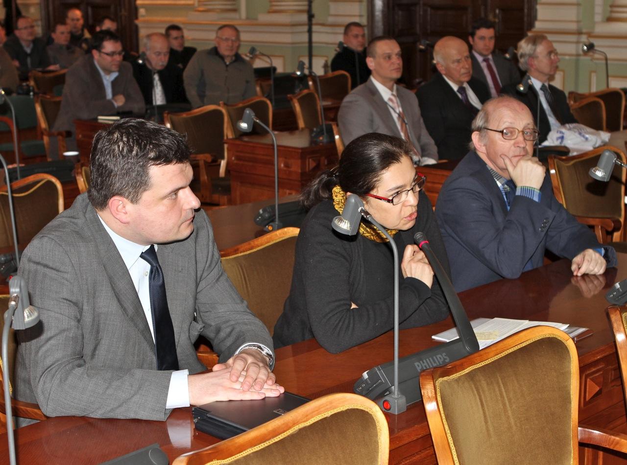 Radna Małgorzata Chmiel podczas dyskusji