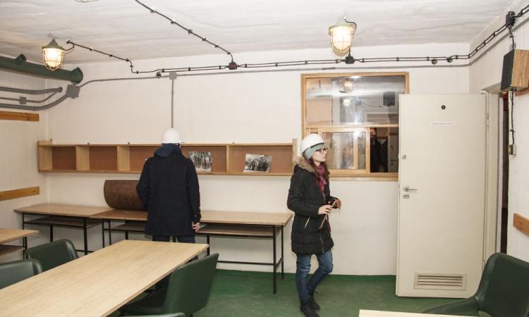 Drugą część wycieczki zajęło swobodne zwiedzanie udostępnionych pomieszczeń schronu