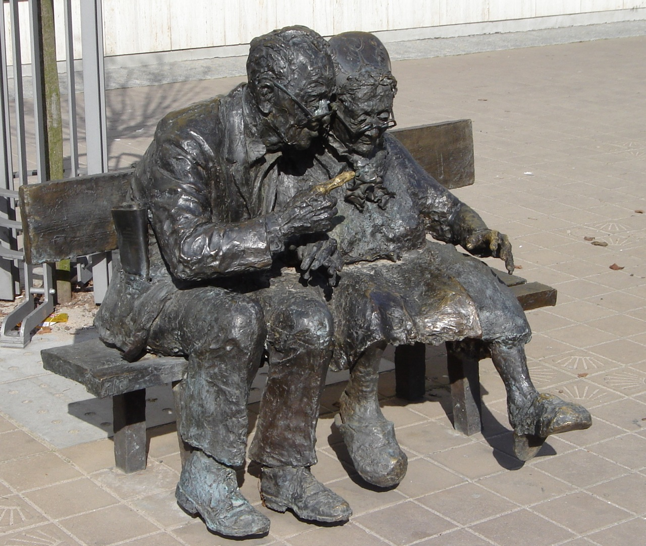 Staruszkowie na ławeczce