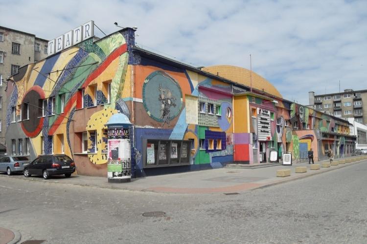Współczesne zdjęcie budynku przy ulicy Bema 26 w Gdyni, obecnie Teatr Miejski.jpg