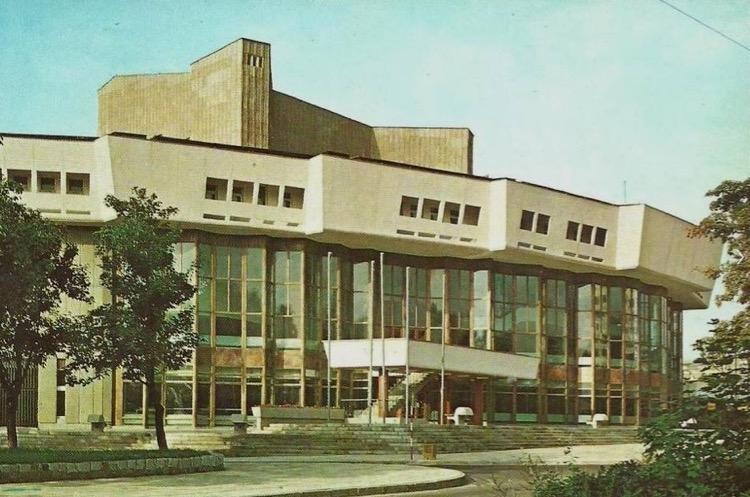 Teatr Muzyczny, Plac Grunwaldzki, 1983 r. Źrodło fotopolska.eu.jpg