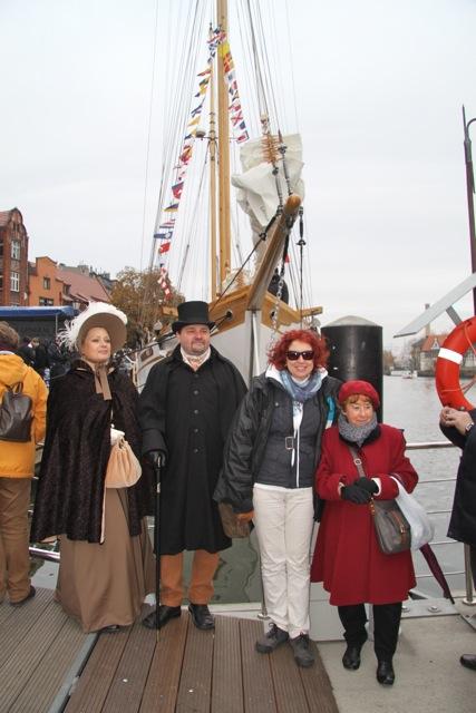 STS Generał Zaruski - podniesienie bandery