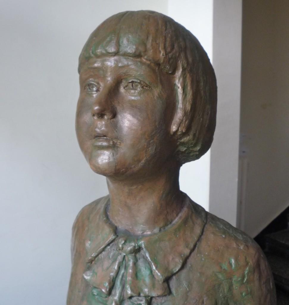 Pomnik najmłodszej ofiary ataku na pocztę