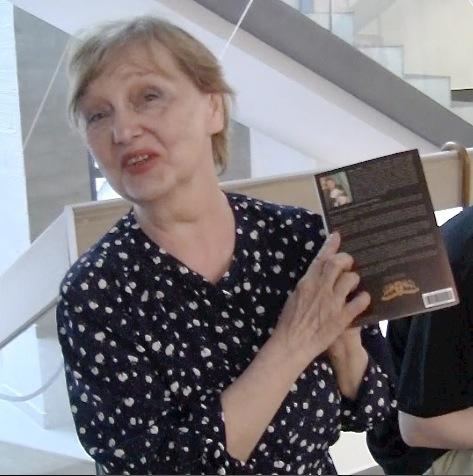 """Emma Popik z książką """"Złota Ćma"""""""