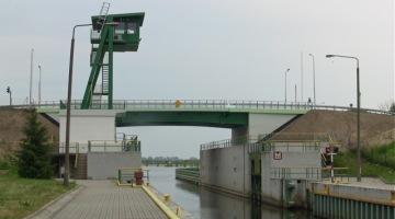 Śluza i most zwodzony w Gdańsku Przegalinie – propozycja na weekendowy spacer:)