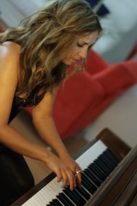 Julia_Vikman_piano_min-200x3007
