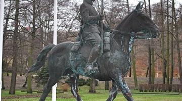 Pomnik Tatara RP stanął w Parku Oruńskim