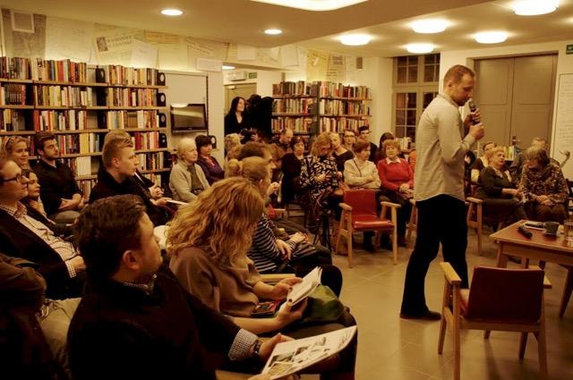Spotkanie z Tomaszem Snarskim w Bibliotece pod Żółwiem