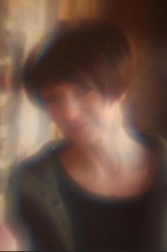 R.Adamowicz /Fot. M.K.Szczerek przez bursztynową soczewkę M.Mazura