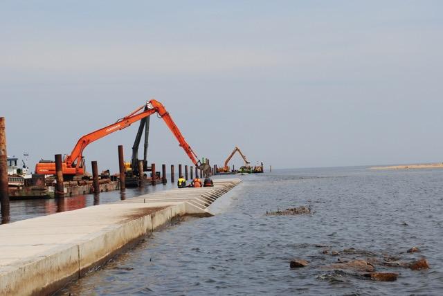 Budowa wschodniej kierownicy ujścia Przekopu Wisły – lato 2014 r.