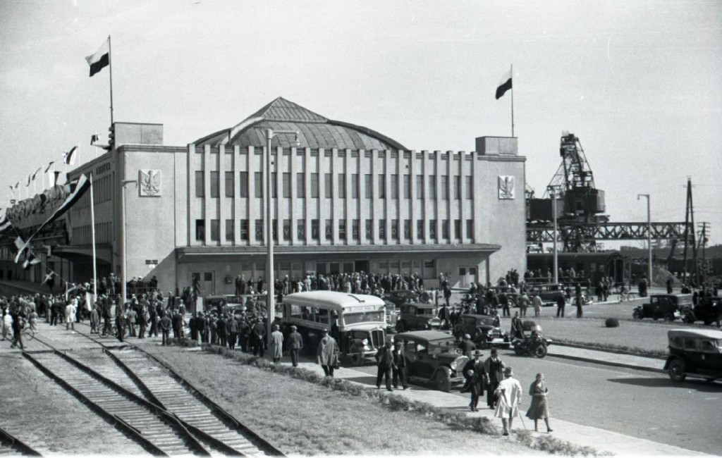 """Powitanie statku pasażerskiego MS ,,Piłsudski"""", fot. Henryk Poddębski, 1935 r., ze zbiorów Muzeum Miasta Gdyni"""