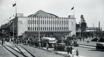 """Powitanie statku pasażerskiego MS ,,Piłsudski"""", fot. Henryk Poddębski, 1935 r., ze zbiorów Muzeum Miasta Gdyni (2)"""