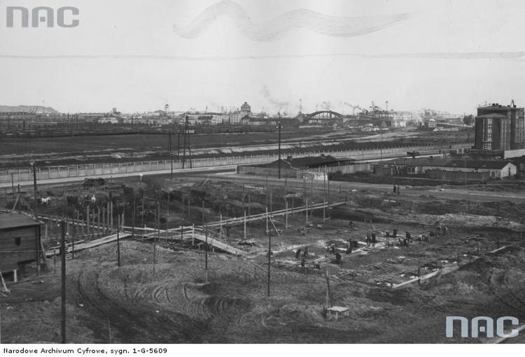 Przygotowanie fundamentów pod budowę Hali Targowej w Gdyni, 1936 r., Źródło Narodowe Archiwum Cyfrowe