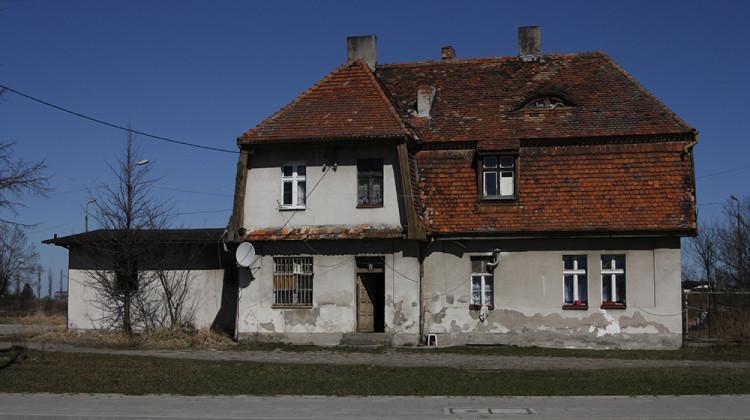 Budynek stacji - kwiecień 2013