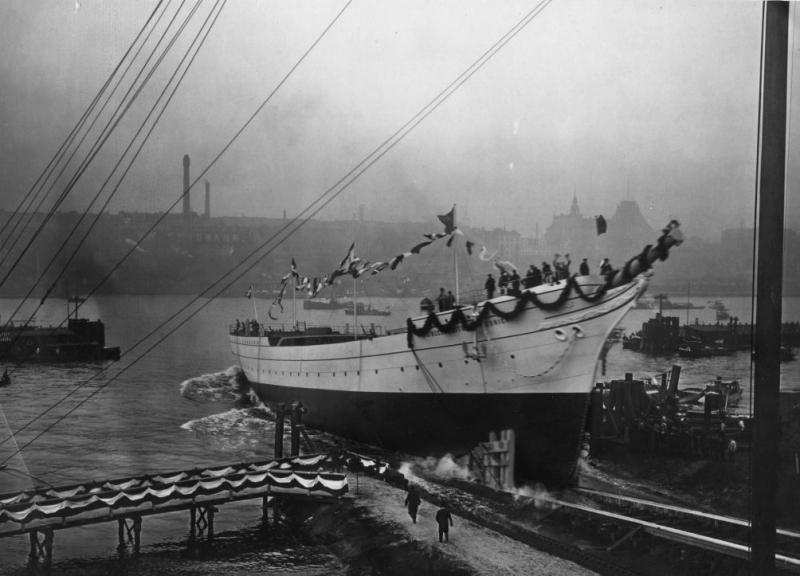 Wodowanie, Hamburg, 12.10.1909 r. Źródło Narodowe Muzeum Morskie