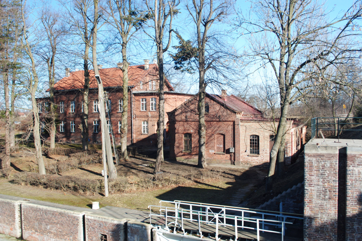 Była stacja napędowa mechanizmów hydraulicznych śluzy i budynek administracyjny w Przegalinie -2012 r.