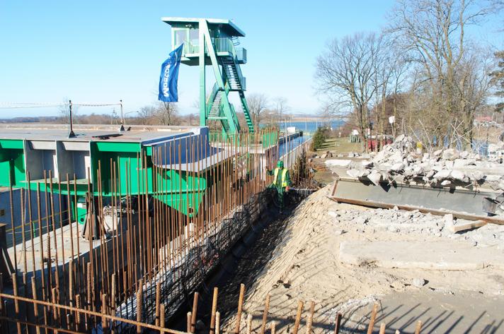 Prace przy budowie mostu zwodzonego na Śluzie Południowej – 2012 r.