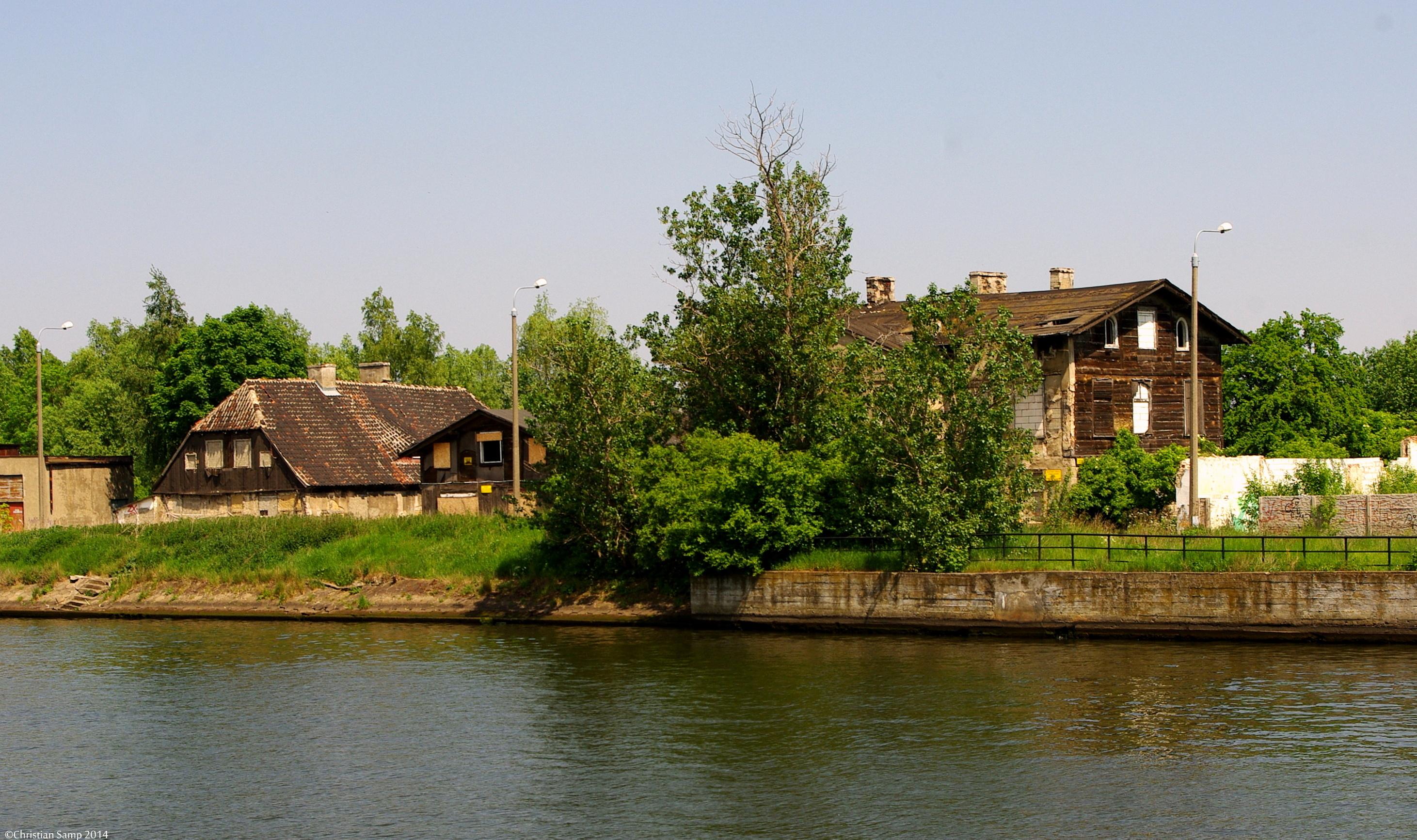 Widok na budynki - zdjęcie wykonane z ul. Wiosny Ludów w 2014 r.