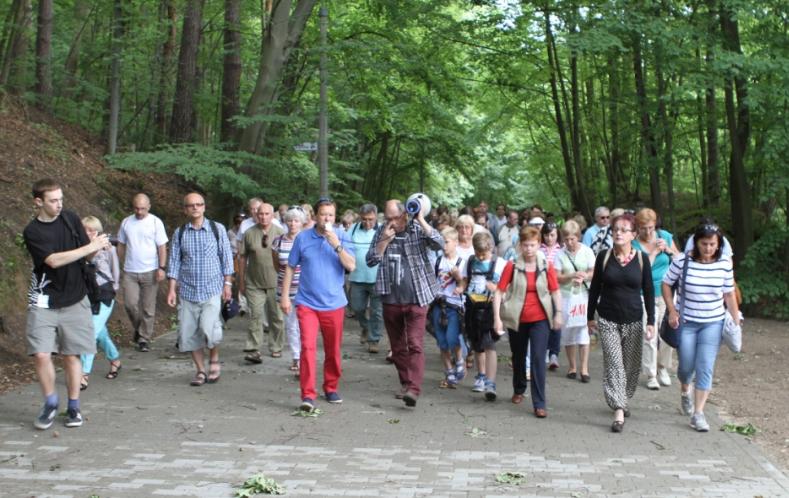 spacer wokół Opery Leśnej