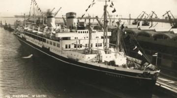 MS Piłsudski przy nabrzeżu Dworca Morskiego w Gdyni