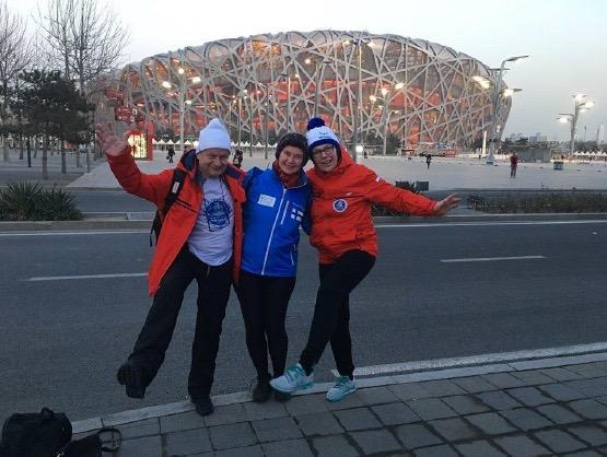 Z Mariią i Iwoną przed Stadionem Olimpijskim, Pekin, 11 stycznia (fot. W. Lorbiecki)