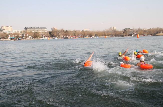 Do pokonania przed zawodnikami 300 m. Jezioro Daming w Jinan, 14 stycznia (fot. W.Lorbiecki)