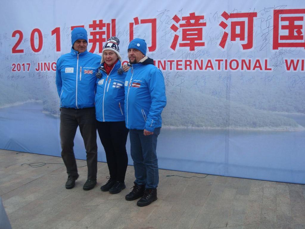 Szefostwa IWSA: Mariia, Aleksandr i John. Basen czeka na winter swimmers. 2017 Jingmen Zhange International Winter Swimming Festival, 18 stycznia.