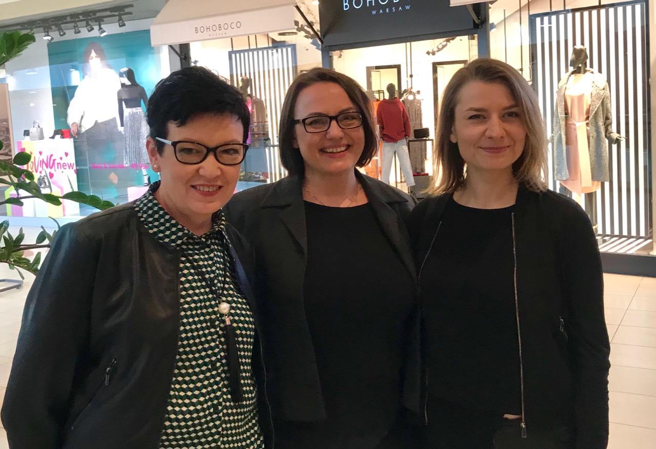 Na wystawę zapraszają: (od lewej) Mariola Rogóż, Alina Geniusz-Siuchnińska, Agata Abramowicz