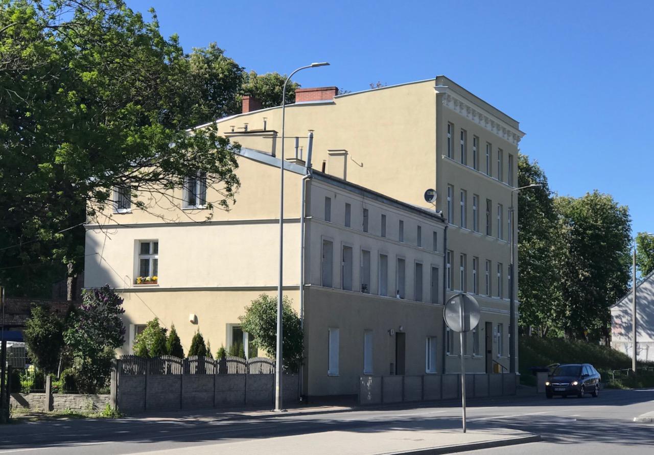 Tu mieszkał Jerzy Samp.