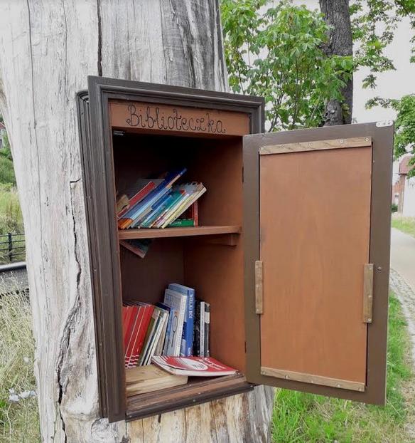 Biblioteczka w Drzewie. Gdańsk Św. Wojciech